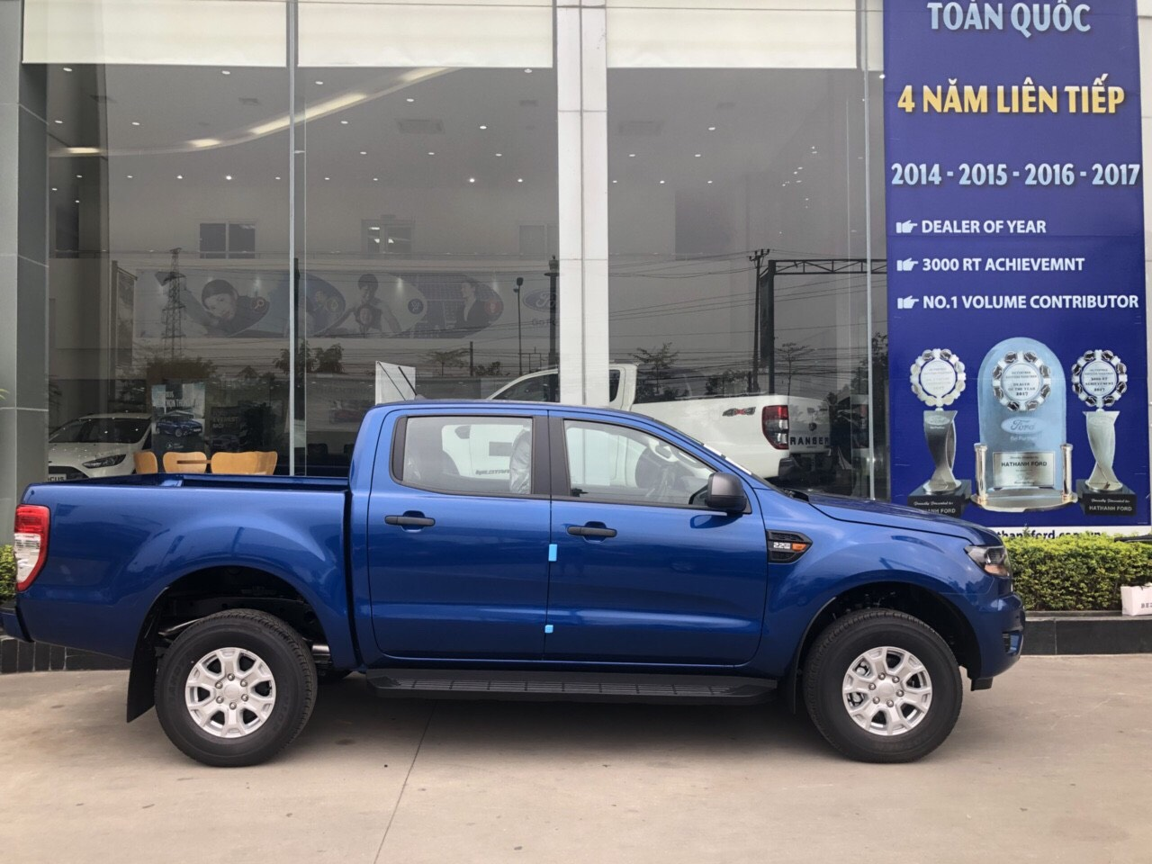 gia-xe-ford-ranger-xl-2-2l-4x4mt-2019-2020-muaxegiatot-vn