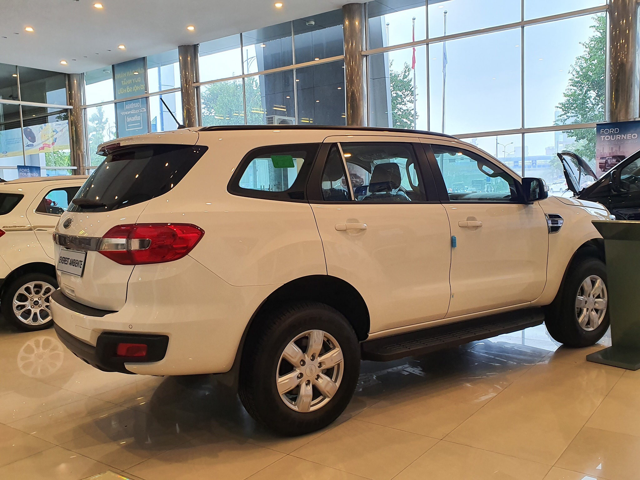 danh-gia-xe-ford-everest-ambiente-at-2019-muaxegiatot-vn-14